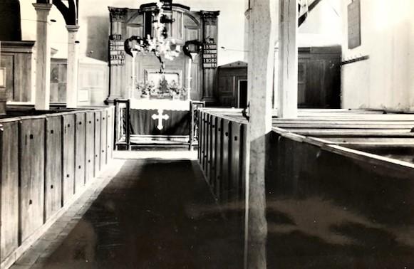 Innenansicht der Wernswiger Kirche in der Amtszeit von Pfarrer Heussinger von Waldegg